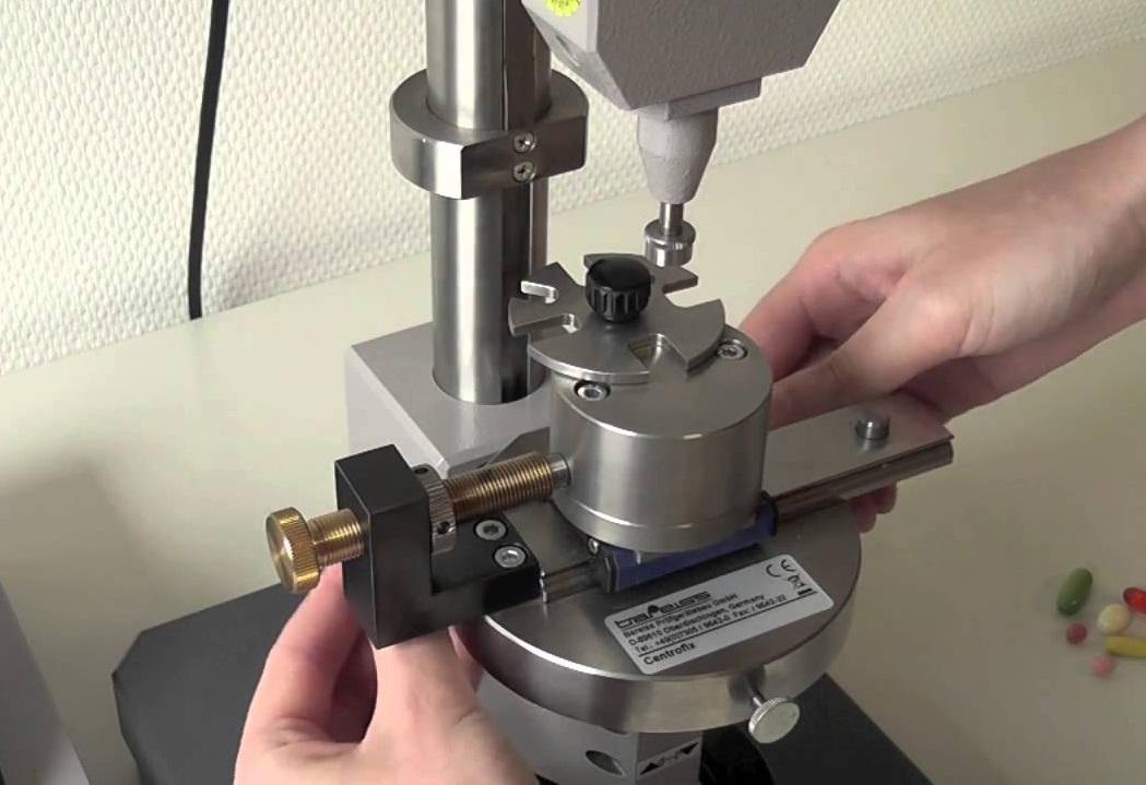 Image result for hiệu chuẩn máy thử độ cứng kim loại để bàn