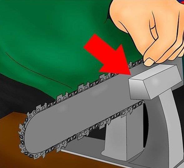 Bước 4:Đặt máy cưa lên giá đỡ cố định và chắc chắn