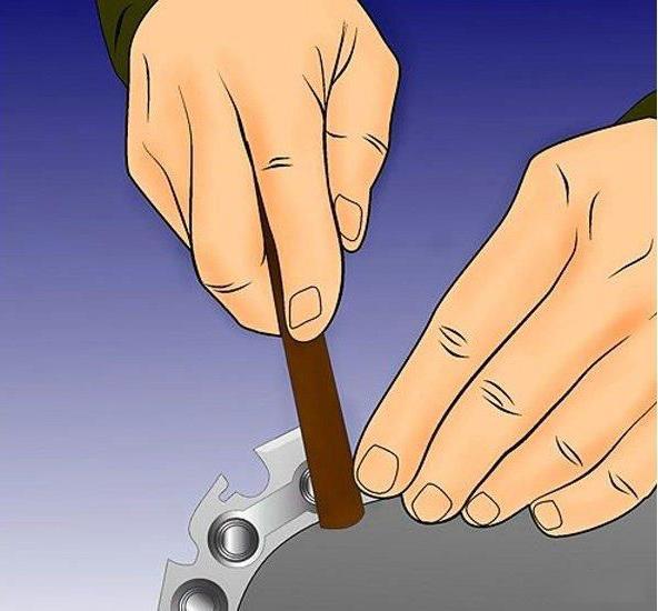 Bước 7: Giũa đuôi xích như thế nào.