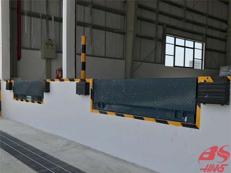 Dock leveler sử dụng trong bến cảng